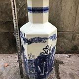 青花六棱瓶
