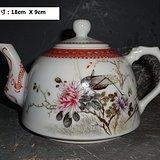 粉彩花卉茶壶