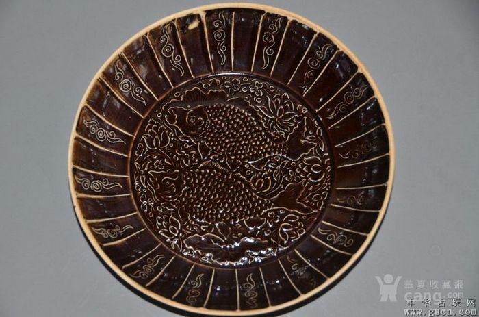 定窑酱釉印花双鱼盘图2
