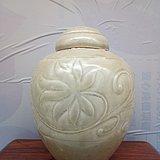 青瓷莲花盖罐
