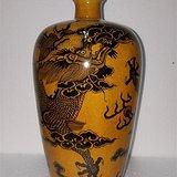 黄釉墨彩龙王梅瓶