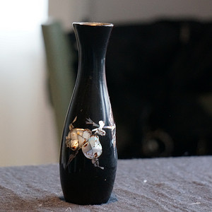 螺钿镶嵌黑漆花瓶