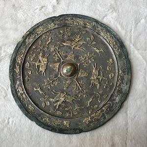 唐 镶银鎏金人物故事铜镜