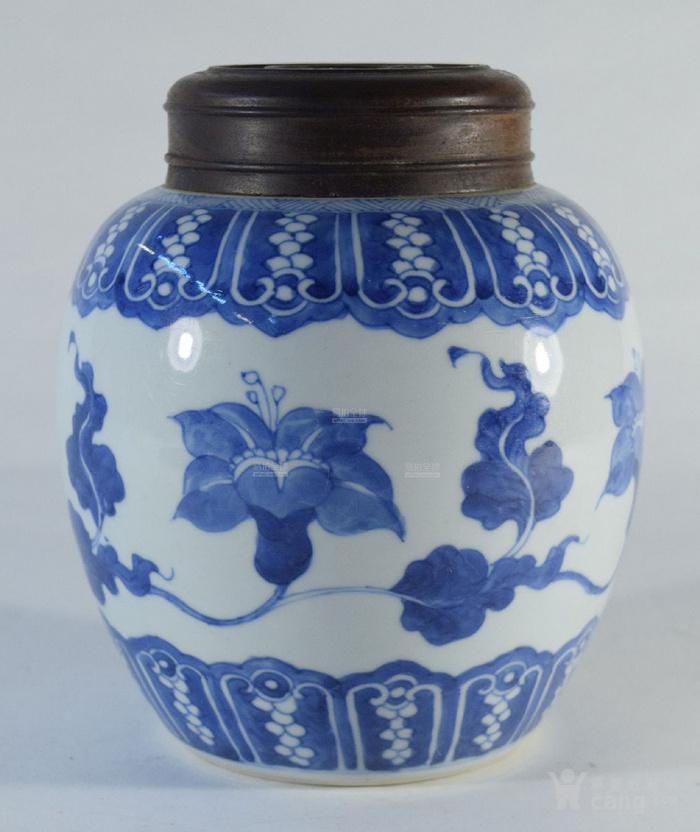 清康熙 蕉叶花卉纹木盖茶罐图1
