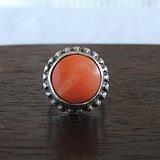 一枚老红珊瑚戒指