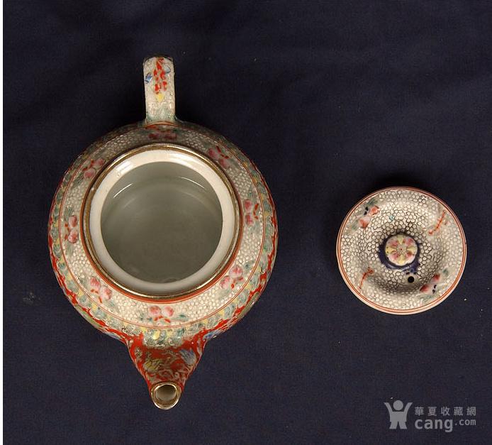 粉彩狮子缠枝花纹茶壶图5