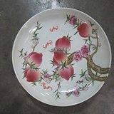 粉彩桃子盘子