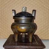 紫铜鎏金嵌玉熏香炉
