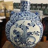清青花超大件博古纹兽头双耳抱月瓶高49厘米