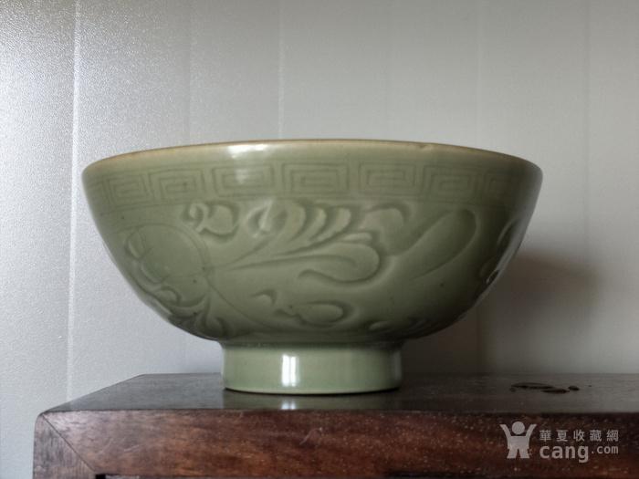 明早期龙泉窑双凤花纹碗图1