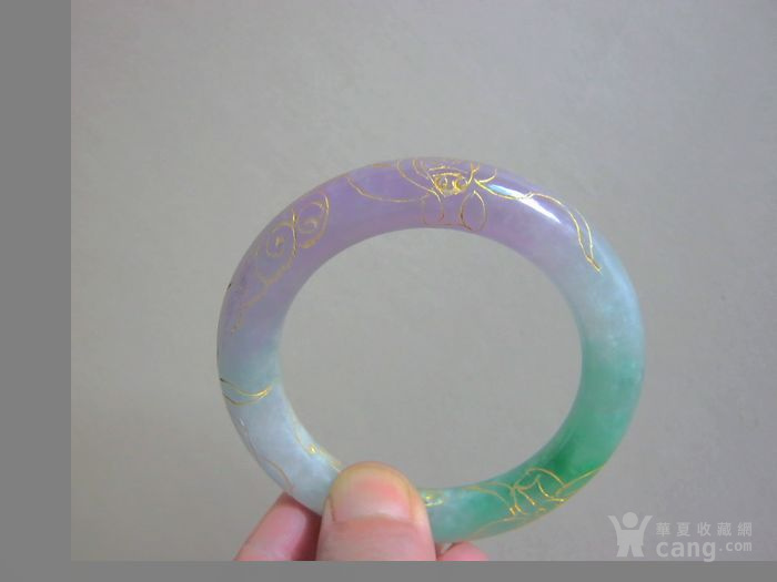 紫罗兰带翠描金花圆条翡翠手镯图2