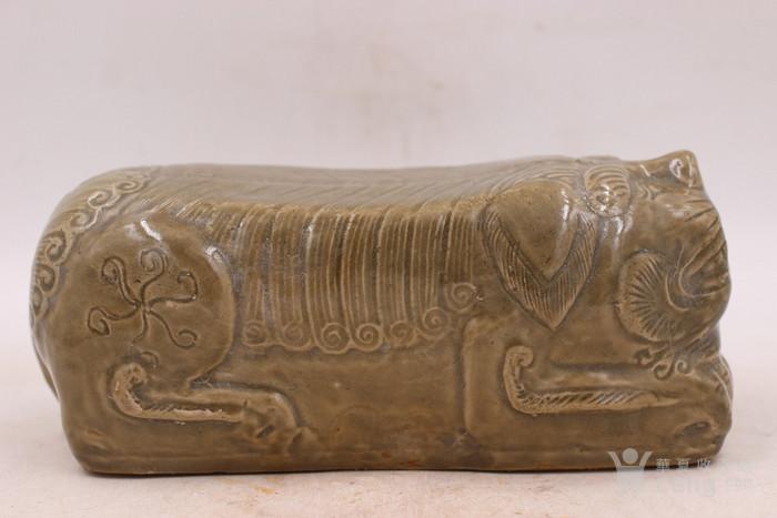 宋耀州窑青釉狮枕图4