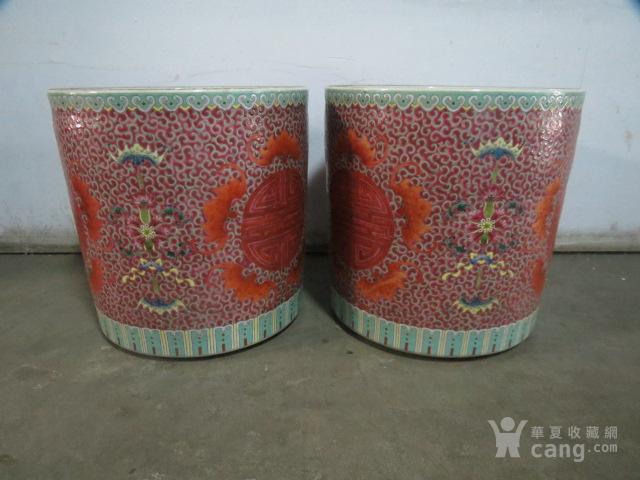 清代粉彩团寿纹花缸一对图2