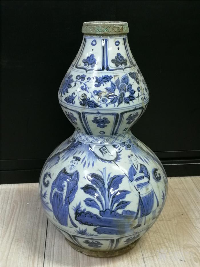 青花包铜口葫芦瓶图4