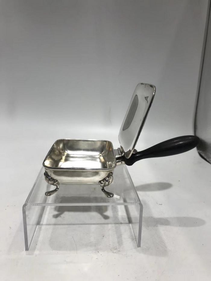 考究精致的英国纯银烟缸图2