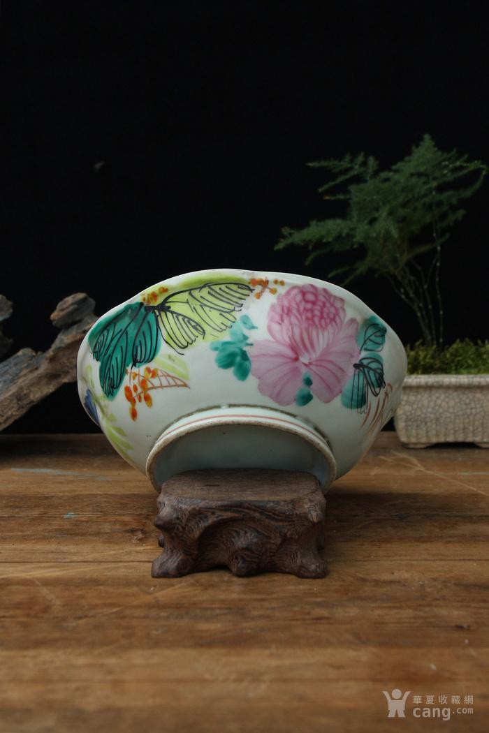晚清民国粉彩菊花纹花口碗图1