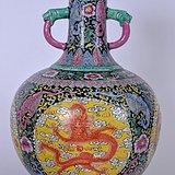 一个巨大的中国双柄花瓶
