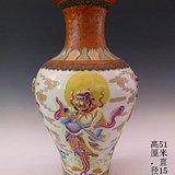 清代粉彩浮雕人物梅瓶