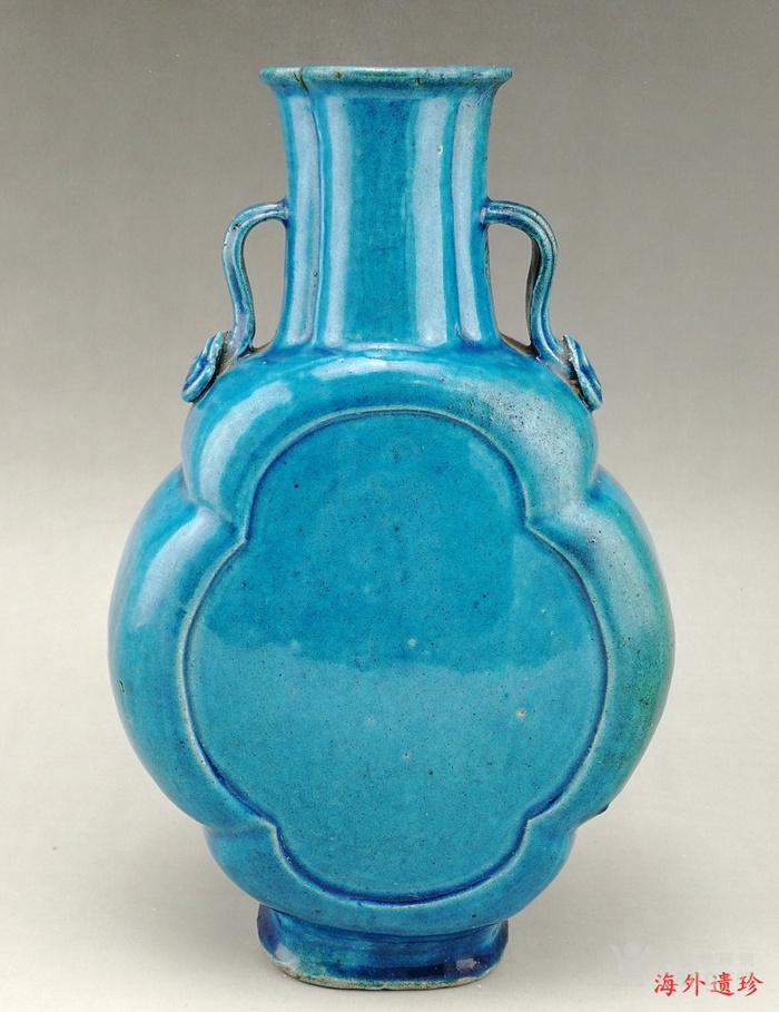 清中期 孔雀蓝釉如意云耳海棠式瓶图1