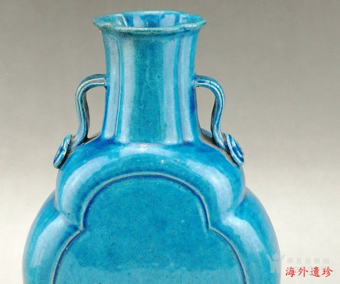 清中期 孔雀蓝釉如意云耳海棠式瓶图2