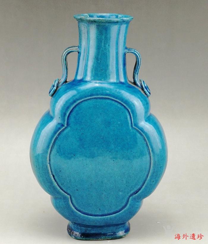 清中期 孔雀蓝釉如意云耳海棠式瓶图4