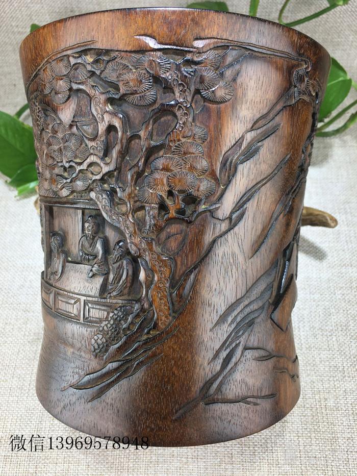 清代传世海南黄花梨雕刻人物笔筒图8