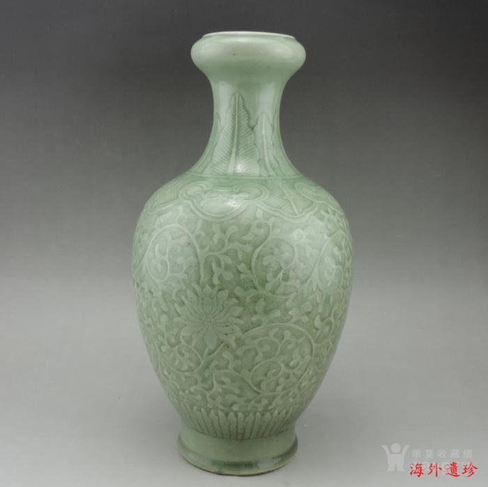清代 雍正款豆青釉暗刻缠枝莲纹盘口瓶图12