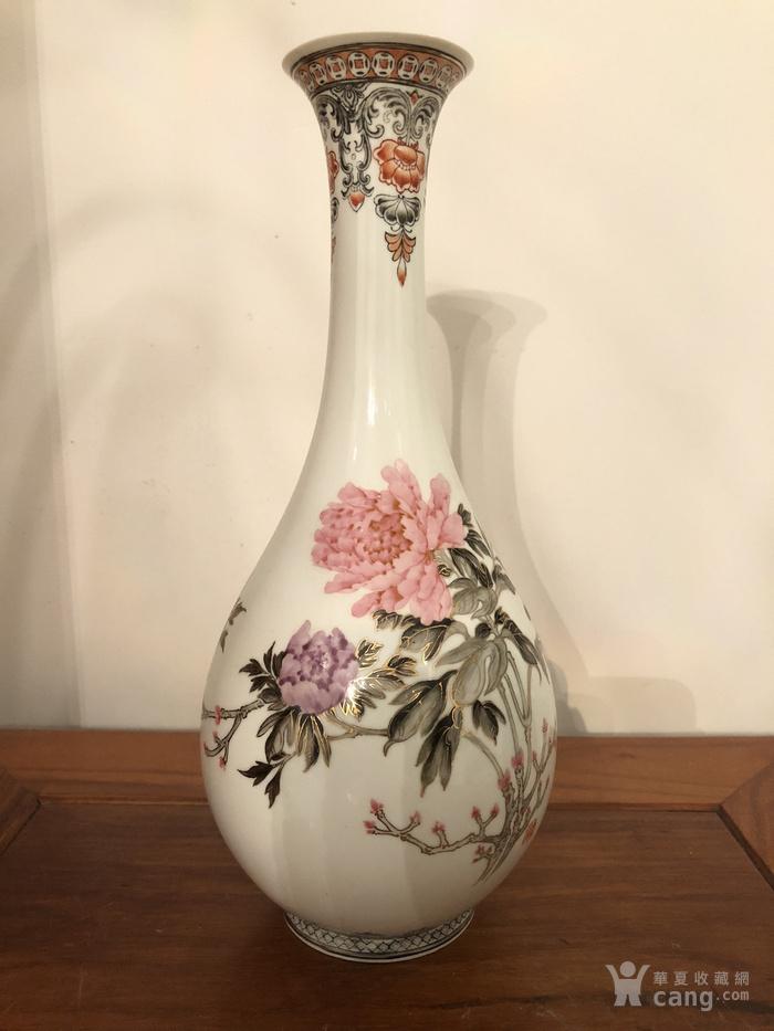 景德镇艺术瓷厂粉彩瓶图1