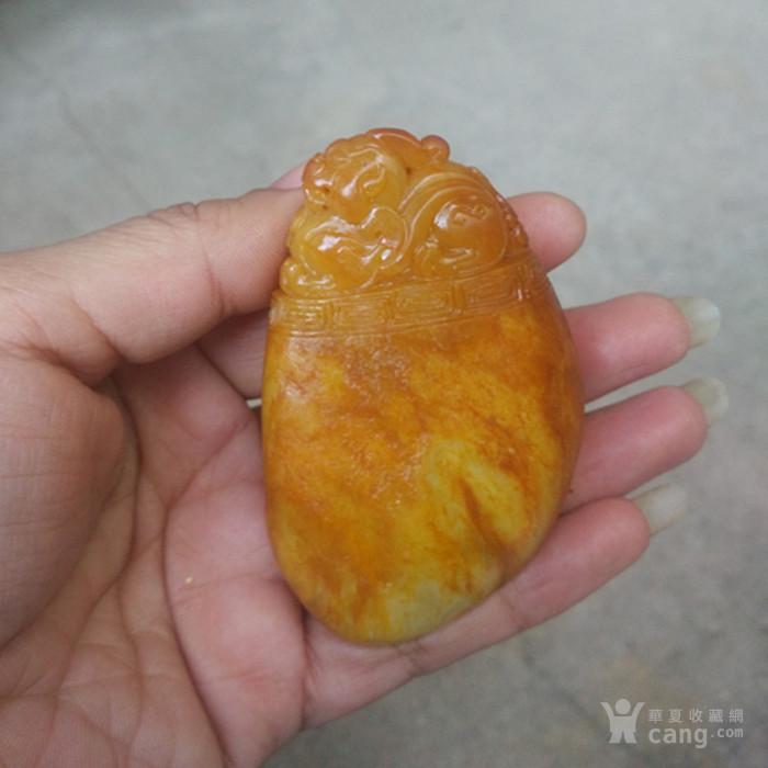 新疆和田玉枣黄皮籽料精雕府上有龙把件图2