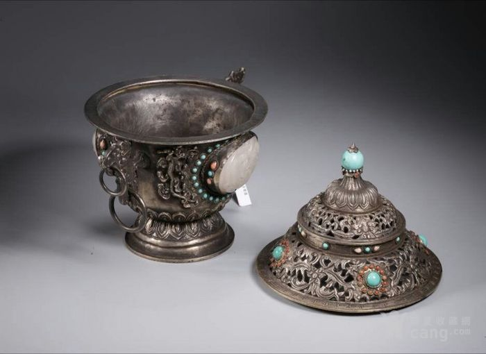 清代包浆厚重的老银嵌宝熏炉图2