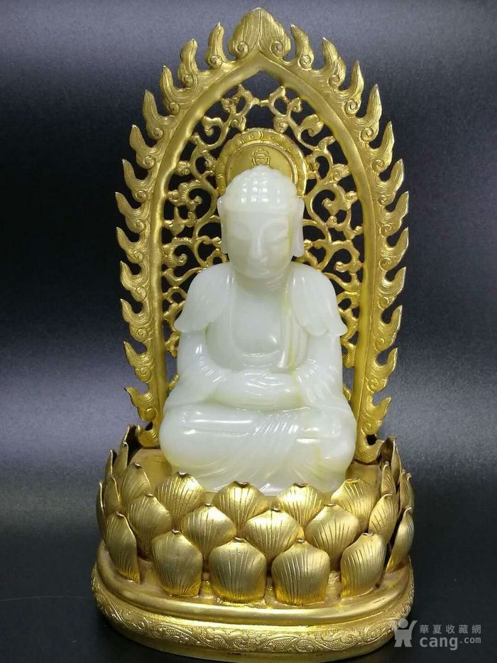 清代和田白玉释迦牟尼佛造像带铜鎏金底座图1
