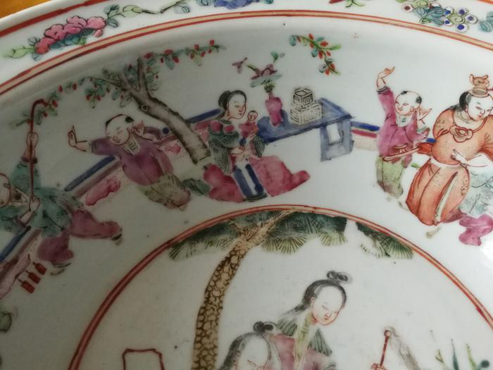 清晚期粉彩人物纹手盆图2