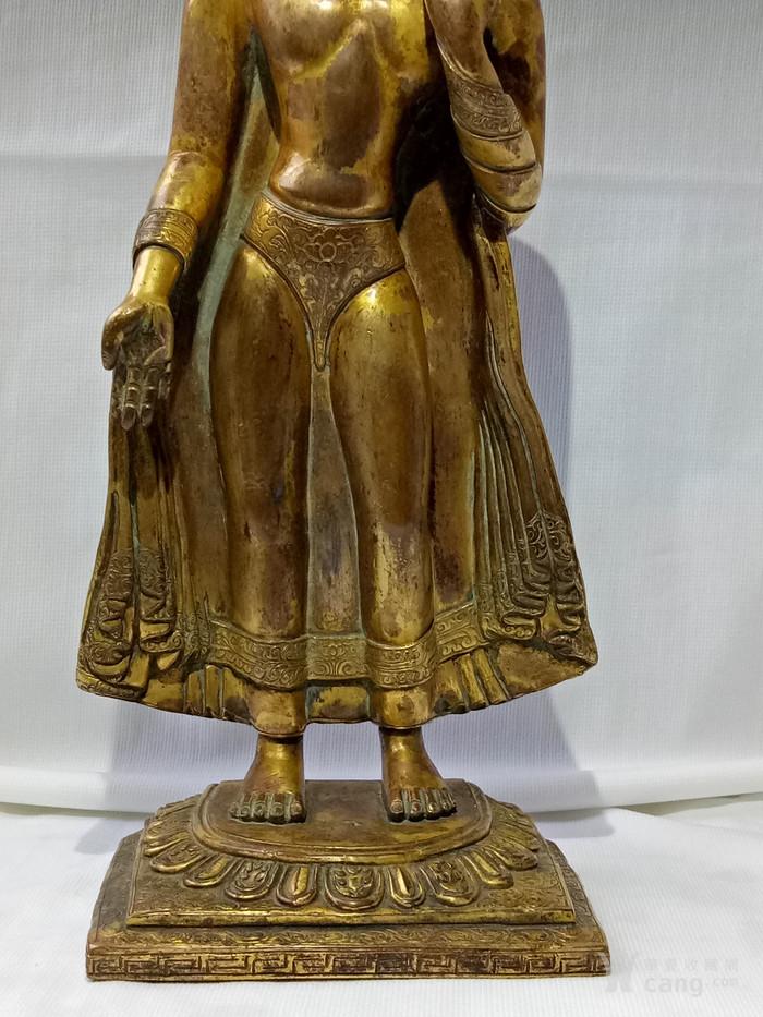尼泊尔十三世紀红銅鎏金釋迦牟尼佛立像图8