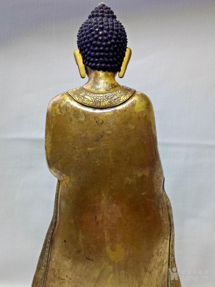 尼泊尔十三世紀红銅鎏金釋迦牟尼佛立像图6