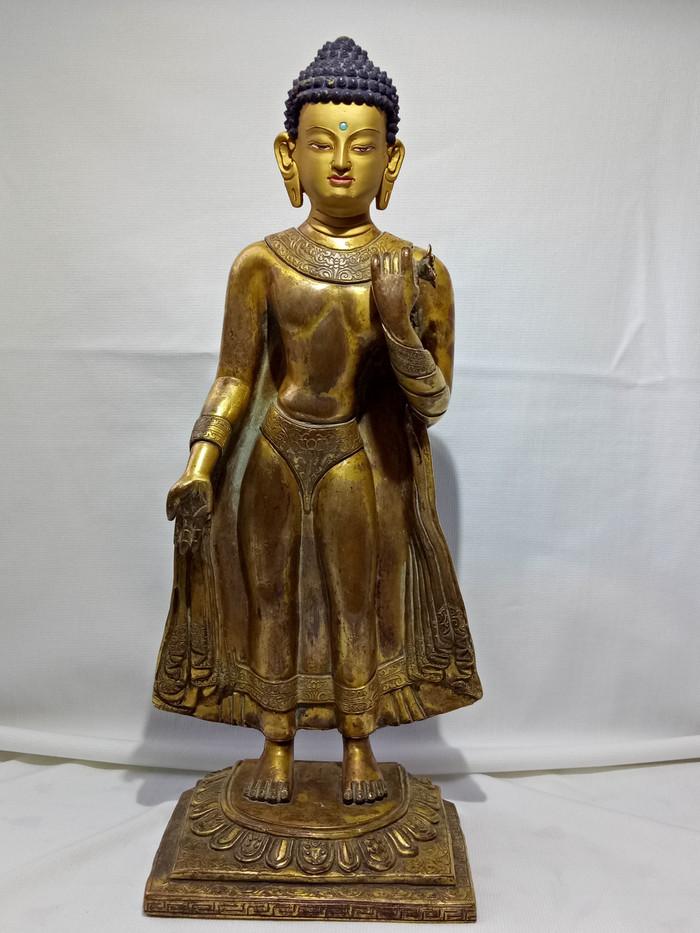 尼泊尔十三世紀红銅鎏金釋迦牟尼佛立像图1