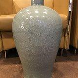 清中期天青釉雕刻花卉果实纹梅瓶见细图