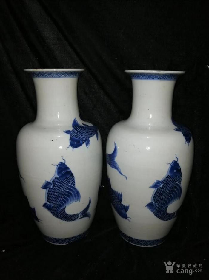 清代   康熙青花鲤鱼图花瓶一对图1