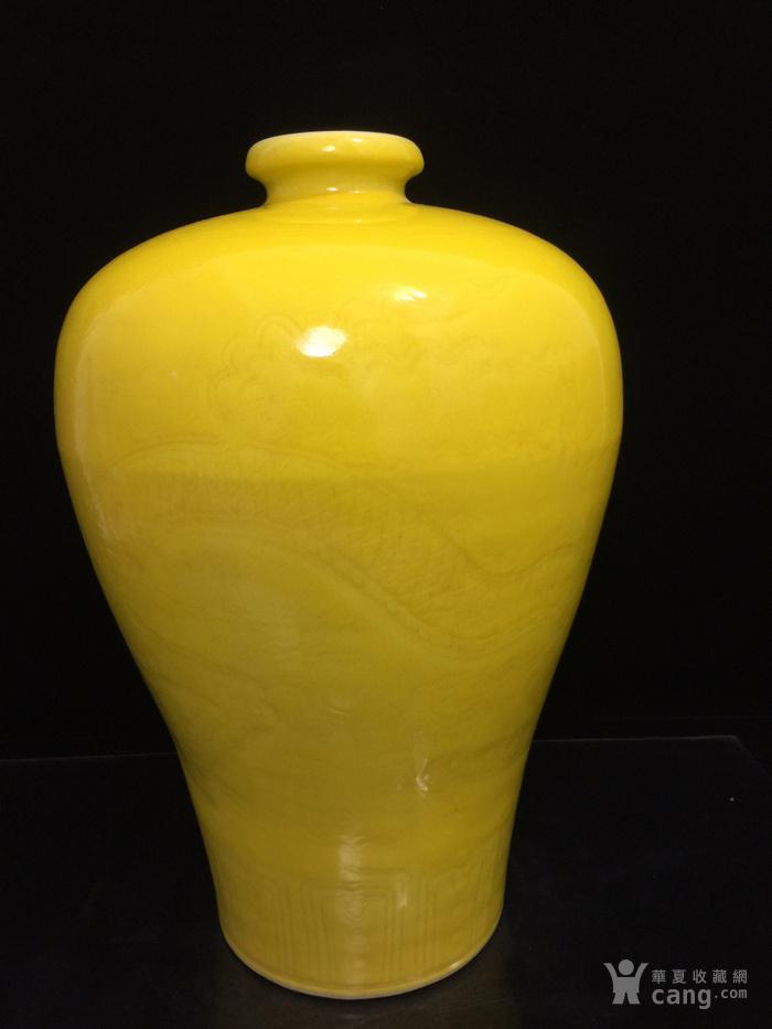 明,黄釉暗纹龙纹梅瓶图4