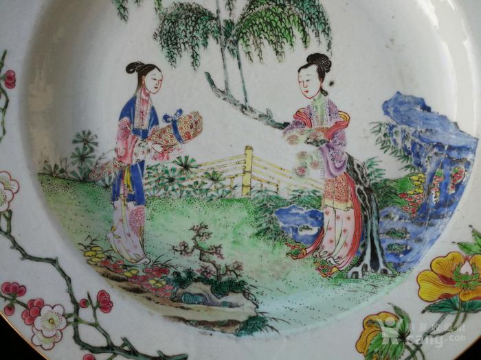 清 雍正 仕女携琴纹 粉彩大盘图2