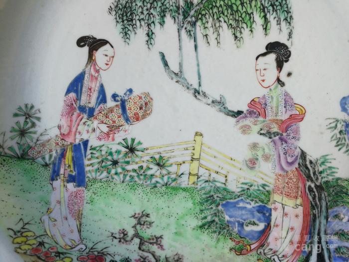 清 雍正 仕女携琴纹 粉彩大盘图3