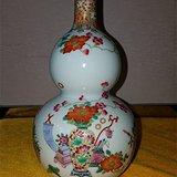 粉彩花卉葫芦瓶