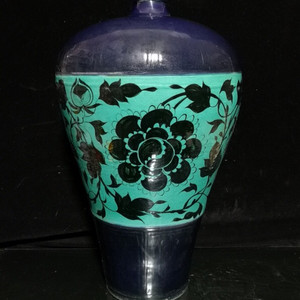 霁蓝开窗花卉梅瓶