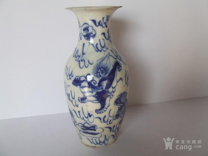 漂亮的清晚期麒麟纹满彩青花瓶图3