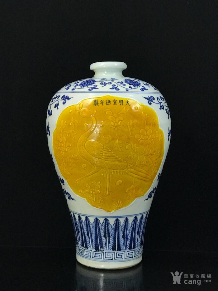 明宣德青花浮雕孔雀戏牡丹纹梅瓶42 26图1