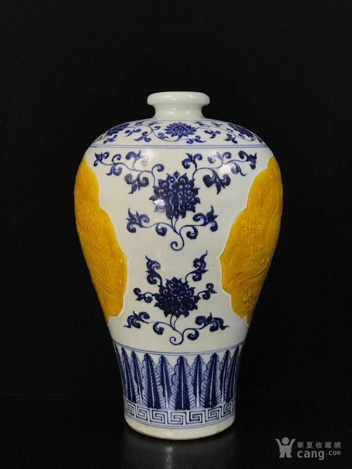 明宣德青花浮雕孔雀戏牡丹纹梅瓶42 26图4