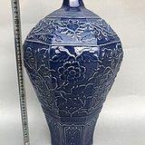 蓝釉印花梅瓶