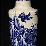 青花神兽棒槌瓶