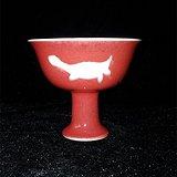 红釉堆白鱼纹高脚杯