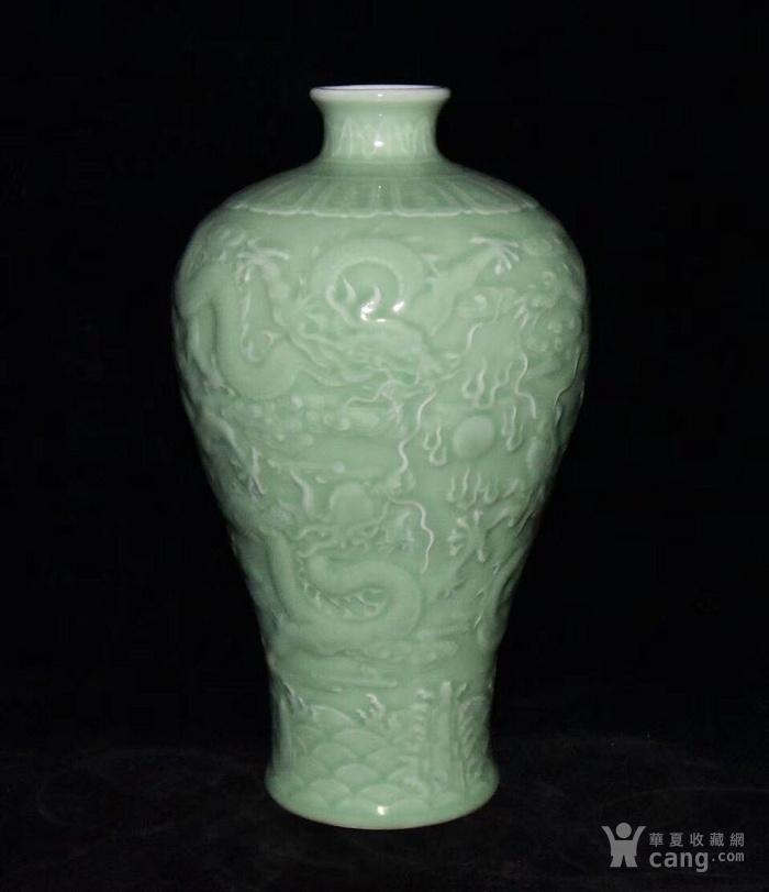 全品珍品美品 清,乾隆豆青釉雕刻五龍梅瓶30x17cm圖1