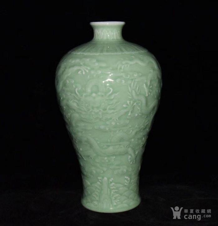 全品珍品美品 清,乾隆豆青釉雕刻五龍梅瓶30x17cm圖4